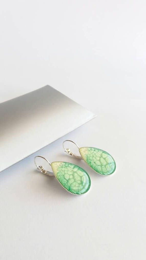 Retrouvez cet article dans ma boutique Etsy https://www.etsy.com/fr/listing/542595215/boucles-doreilles-vert-emeraude-boucles