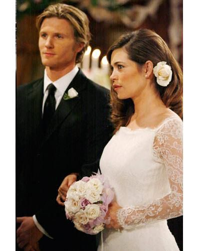 JT (Thad Luckinbill) and Victoria (Amelia Heinle) are married in 2008, but divorce after Colleen drowns and JT realizes he's always loved Colleen. The couple are married in real life.