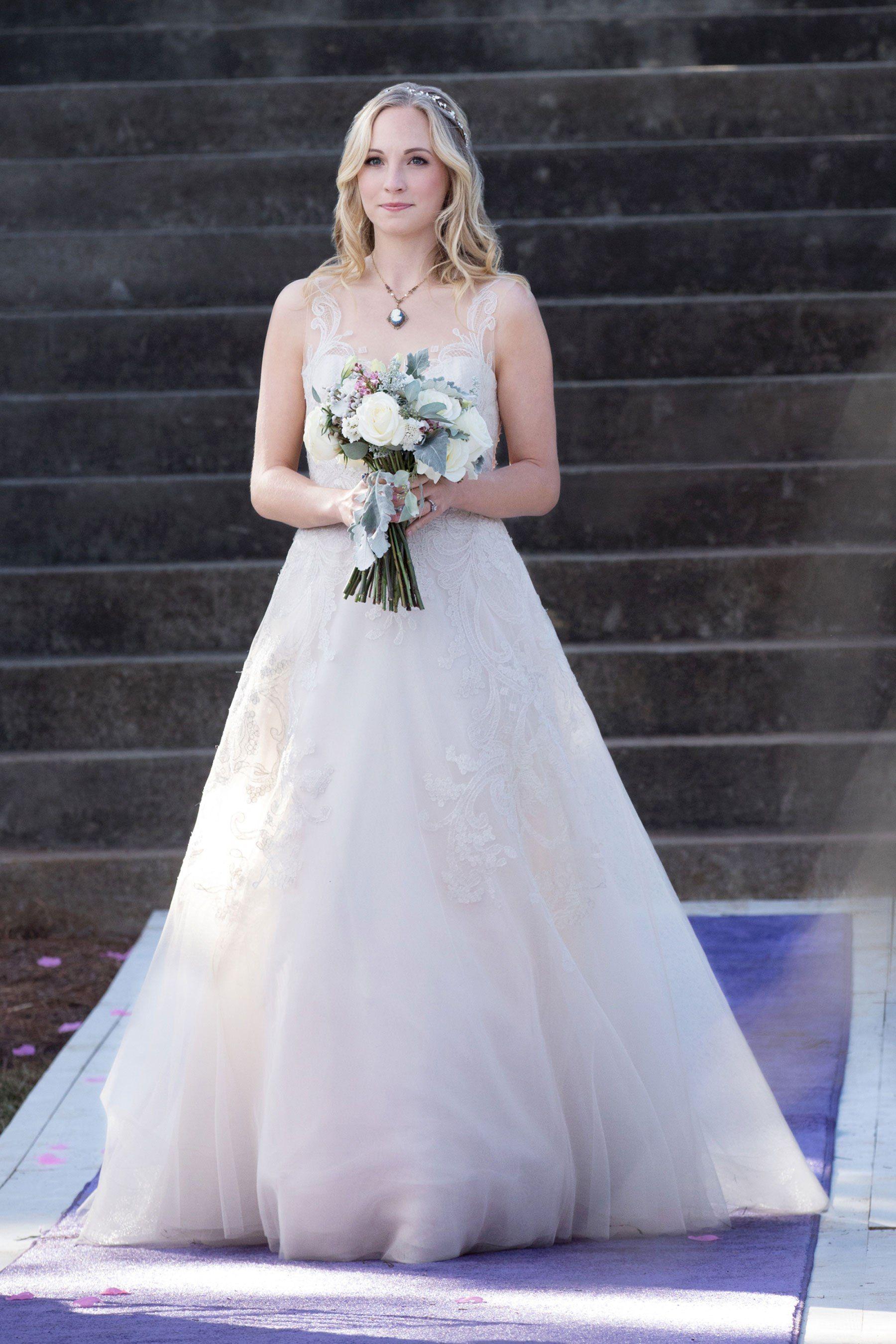 Damon i elena wedding dress