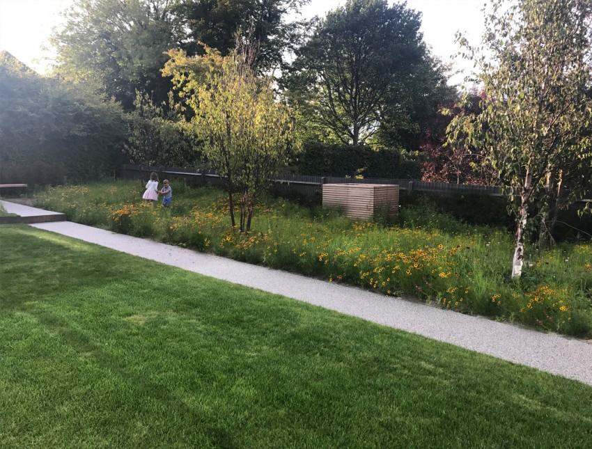 Private Residence Seven Oaks Landscape Garden Design Angus Thompson Design Garten Sitzecke Wiese Private Resid In 2020 Gartendesign Ideen Familiengarten Garten