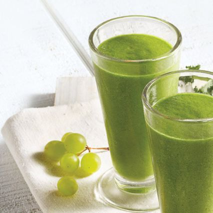 Going Geen Smoothie - 1 c. green grapes, ½ c. pineapple chunks, 2 c. fresh spinach, packed, ½ ripe banana, peeled, ½ c. water, ½ c. ice cubes