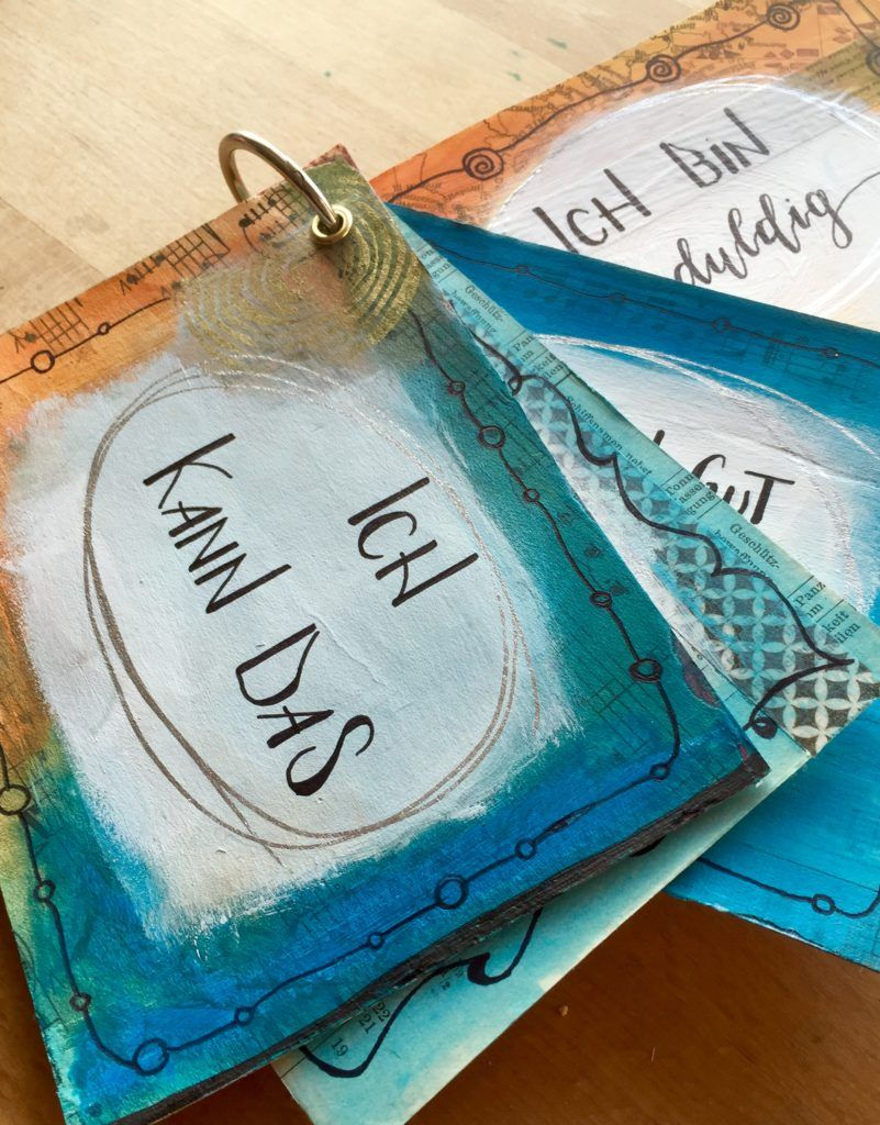 """Ich mag es ja prinzipiell mir meine Gedanken, Ziele und Träume zu visualisieren. So kann ich immer häufiger darauf zurückgreifen, mich besinnen und daran arbeiten. Mein Visionboard zu meinem Wort des Jahres """"Geduld"""" hängt über meinem Schreibtisch und belehrt mich täglich... Eine Zeitlang habe ich mit Steinen gearbeitet und mir Begriffe auf Steine gemalt, von…"""
