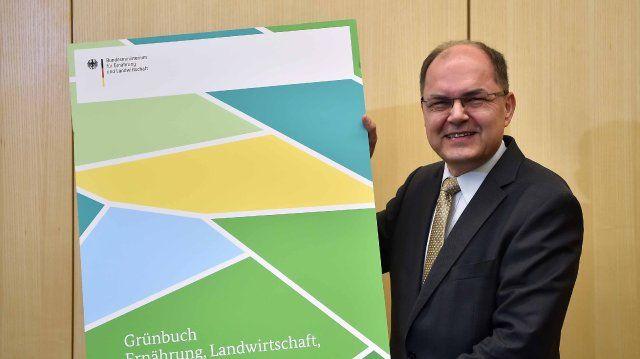 Bundesagrarminister Schmidt (CSU) will das Schreddern beenden