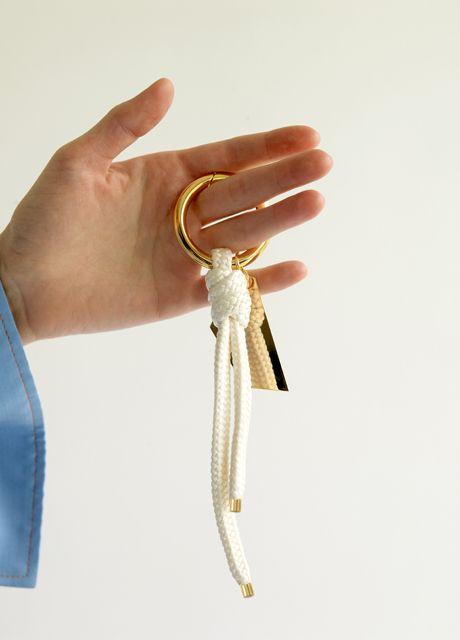 Material: brass, 18k gold plate, polyester / Size: length 22cm, ring diameter 4.5cm