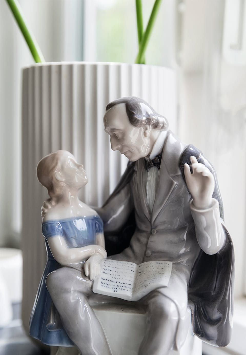 Porcelain figurine of H. C. Andersen telling stories to a child. Unique and valuable.