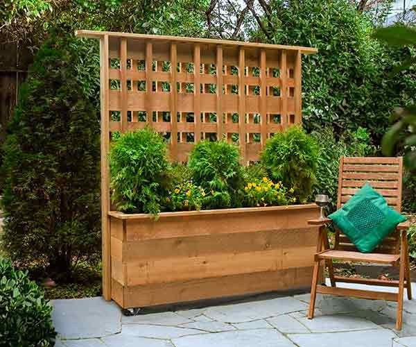 privacy planter with built in lattice privacy wall on patio with table