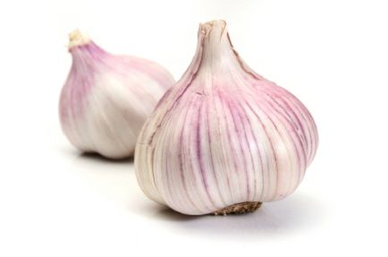 3 Simple Raw Food Recipes With The Amazing Health Benefits of Garlic