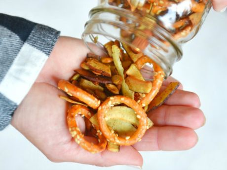 Athlete Food: Coconut Curry Snack Mix #athletefood