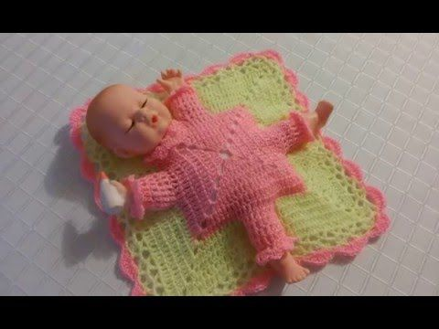 muñeco en colchita a crochet