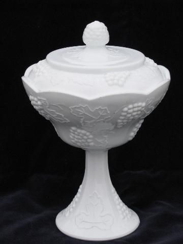 Vintage Large Milk Glass Pedestal Centerpiece Bowl Grape /& Leaf Pattern