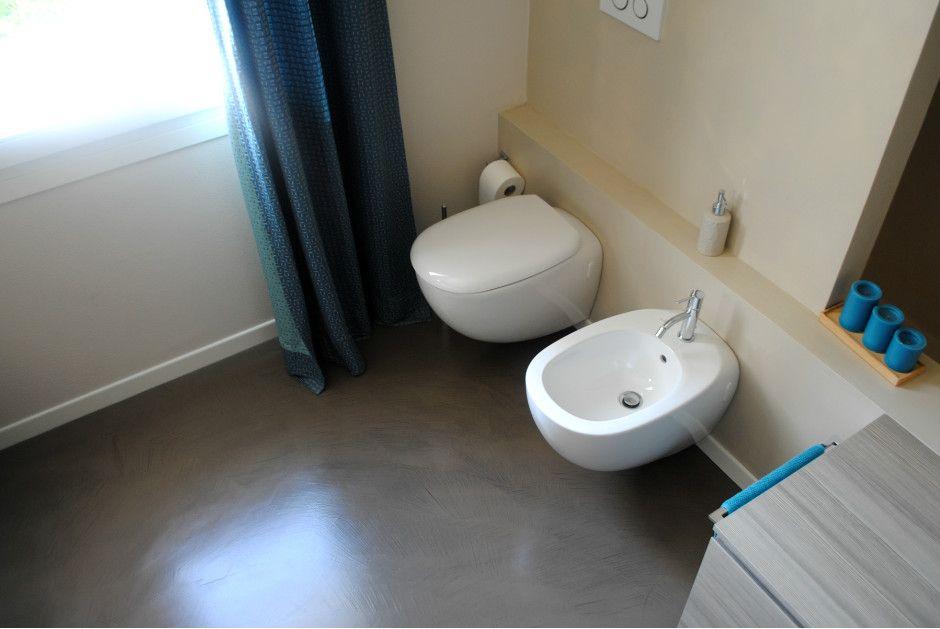 Piano Bagno In Ardesia : Ardesia grigio e beige per i colori di questo bagno dove i