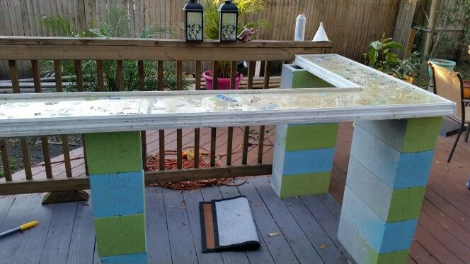 Outdoor Bar Using Cinder Blocks As Pillars Diy Outdoor Bar Outdoor Bar Table Diy Outdoor