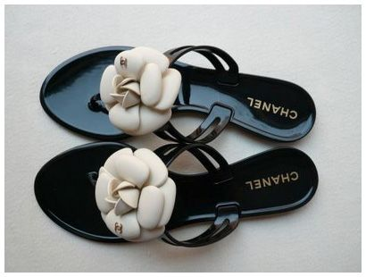 Chanel Camellia Flower Jelly Thong Sandals In Black