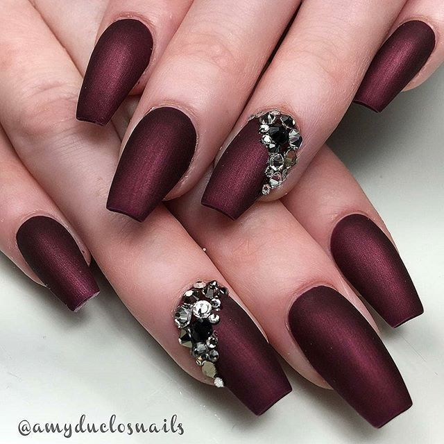 Short Coffin Shaoed Nails With Matte Burgundy And Rhinestone And