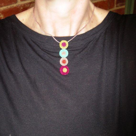 Dotti Crochet lunares colgante por gitte en Etsy