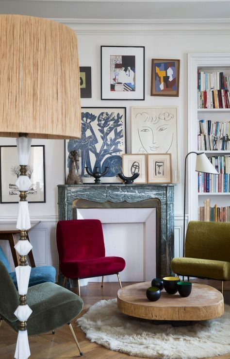 Wohnzimmer Bilderwand Kunst Einrichten Wohnen Dekorieren Sessel Farbenfroh  Couchtisch Holz Teppich Kamin Interior Design