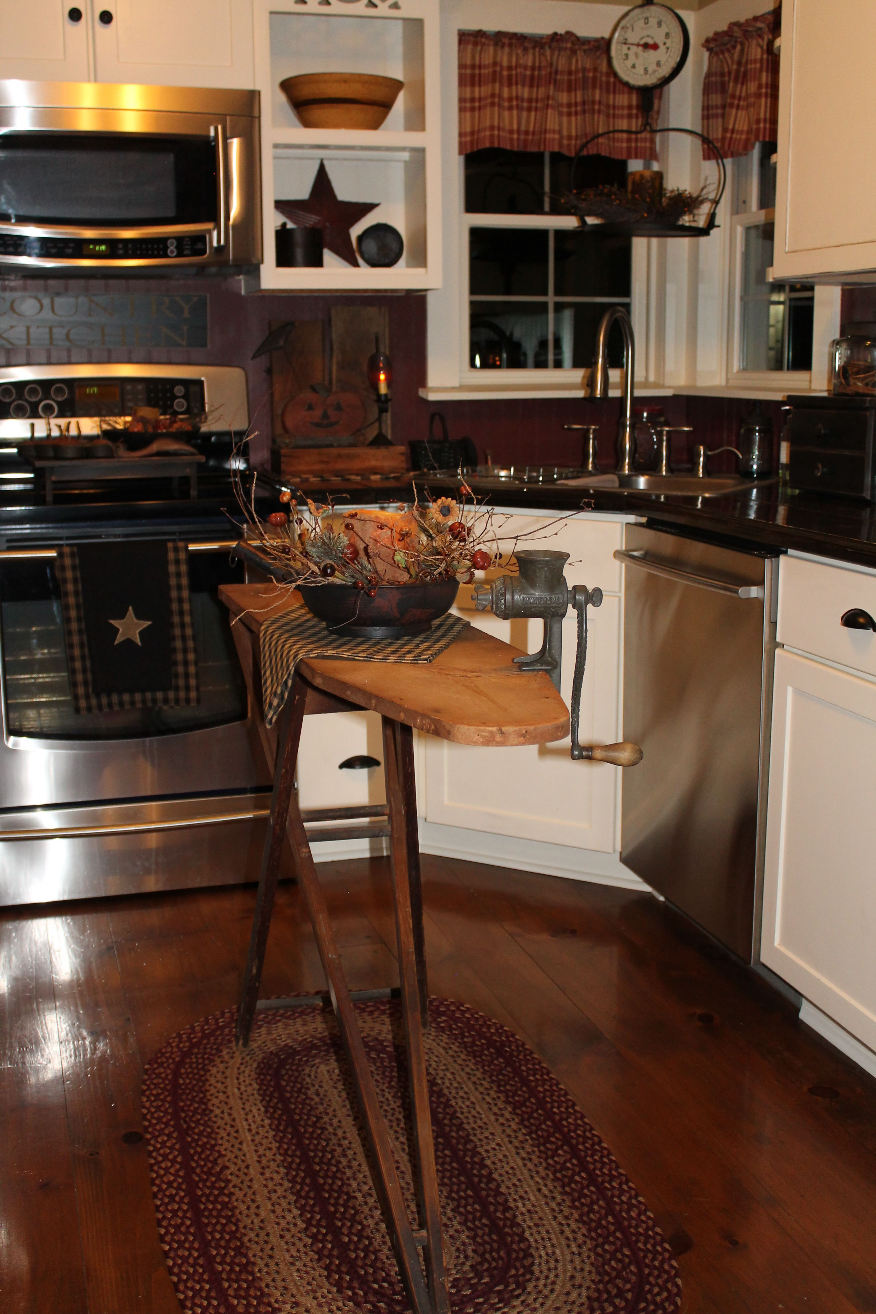 Primitive Country Kitchen Decorated For Fall Country Kitchen