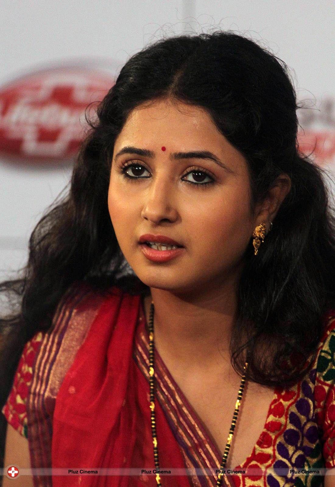 Marnie Andrews,Melinda Kinnaman Hot tube Vaishali Kasaravalli,Mugdha Chaphekar