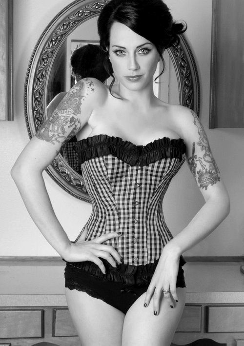 Sexy but not slutty classy modern type pin up in my for Hot tattooed babes