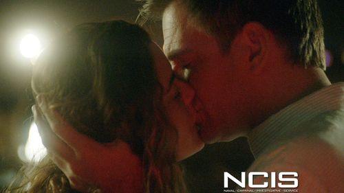 Cote de pablo and michael weatherly kiss