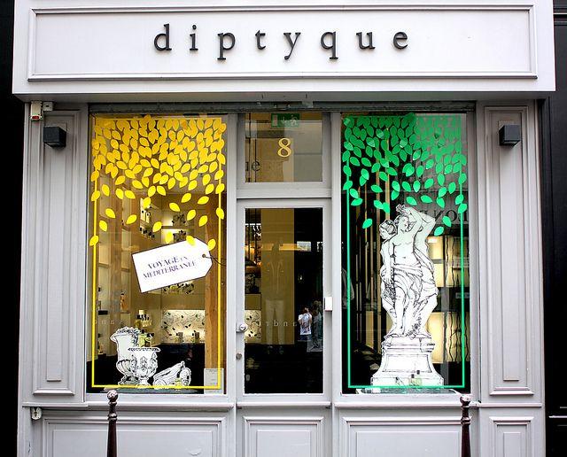 Vitrines diptyque paris juillet 2012 schaufenster for Schaufensterdekoration ideen