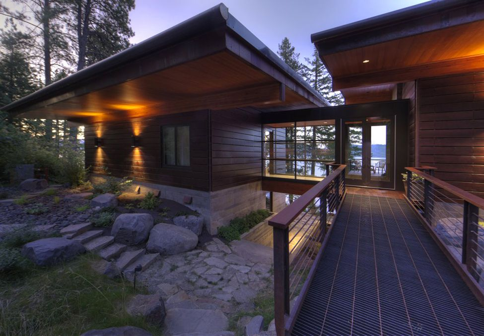 Modern Cabin Overlooking The Coeur D'Alene Lake in North Idaho - http://freshome.com/2013/07/03/modern-cabin-overlooking-the-coeur-dalene-lake-in-north-idaho/