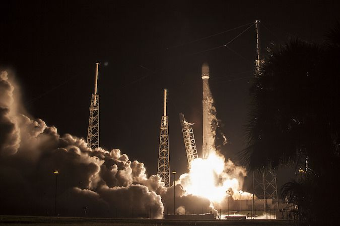 nice Falcon 9 rocket launches Japanese satellite, then nails bullseye landing