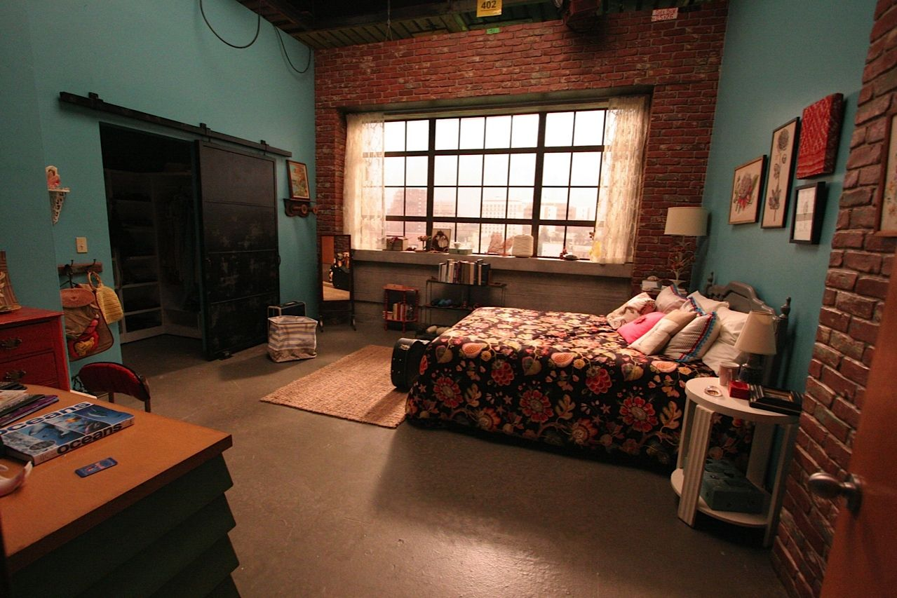 Ever wonder where Jess (New Girl) got her bedspread/comforter? I have been looking all over and I finally found it. It's a custom made design but the fabric is Pindler & Pindler. This link has all the details straight from the set desinger about all the things in the New Girl loft. Soooo coool!