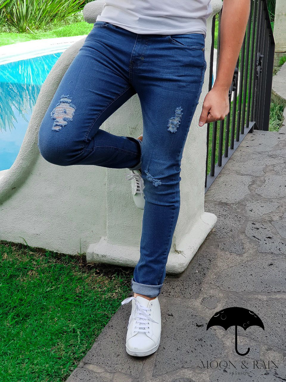 Pantalon De Mezclilla Azul Claro Con Destruccion Mens Pants Fashion Mens Outfits Jeans Style