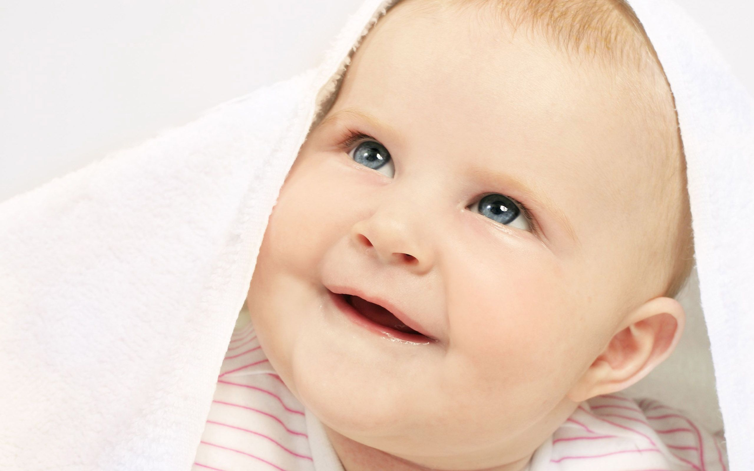 Babydesktopwallpapers Free Download Baby Desktop Wallpapers Customize Your Desktop With Baby Cute Baby Wallpaper Cute Baby Boy Images Cute Baby Boy Pictures