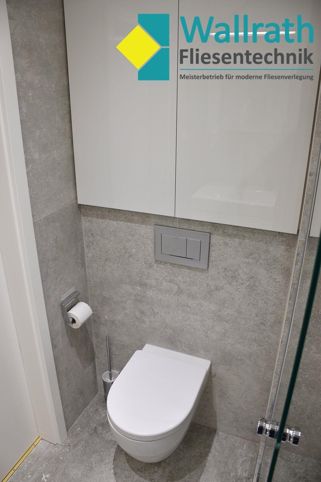 Komplettbad Sanierung Eines Badezimmers Auf Kleinstem Raum Hat Alles Seinen Perfekten Platz Und Es Bietet Den Besten Und Gr Grosse Fliesen Badezimmer Neues Bad