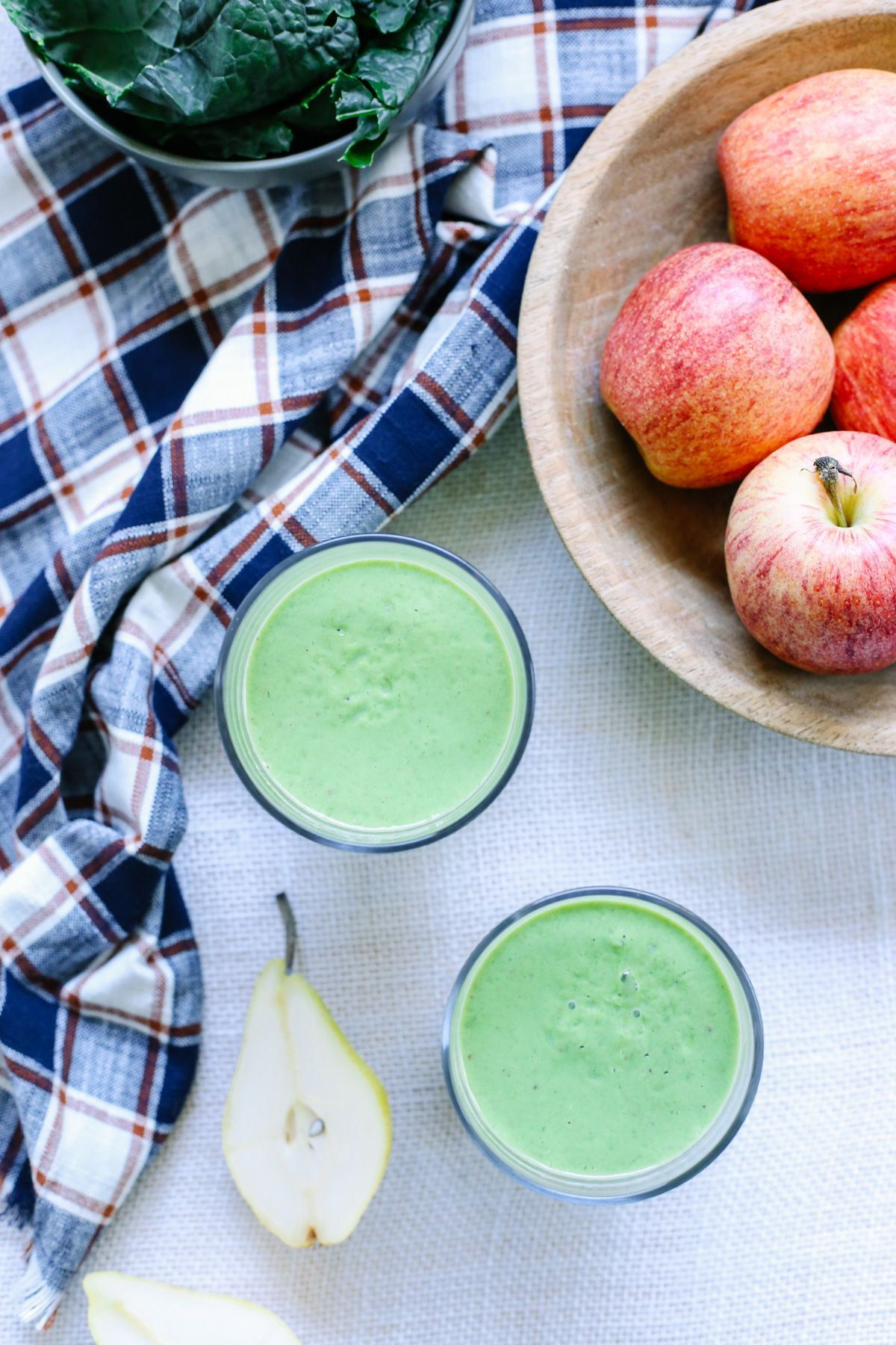 Green Smoothie: A healthy green smoothie with seasonal ingredients! Vegan, gluten-free, and dairy-free!