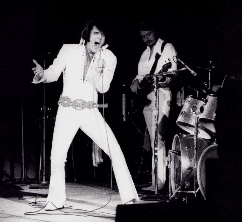 Elvis In Concert In Los Angeles In November 14 1970 Elvis Elvis Presley Concert