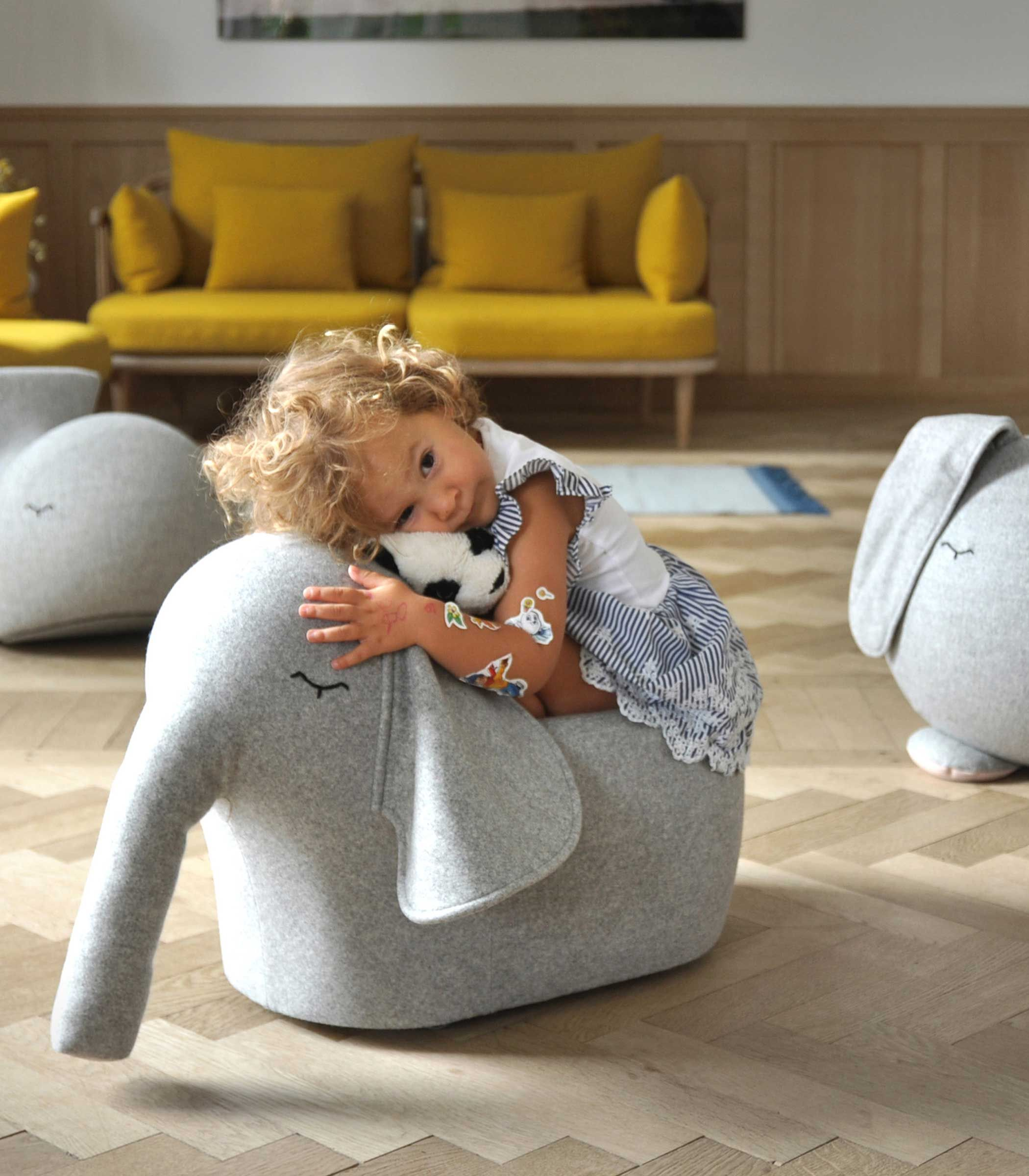 Ein Roll Elefanten Fur Zu Hause Ja Bitte Zum Erkunden Rumlaufen Und Spass Haben Kinderzimmer Lieblingssache C Bada Bou Oliv
