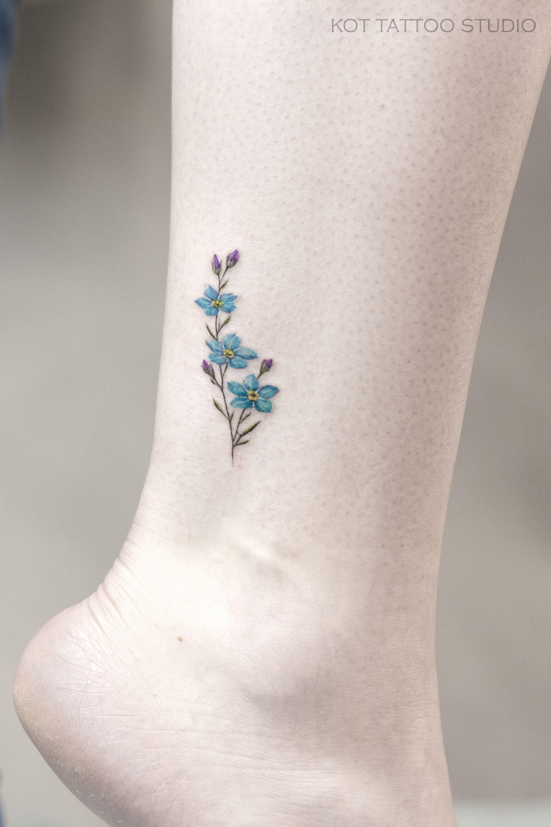 мы любим делать маленькие тату а маленькие тату на ноге особенно