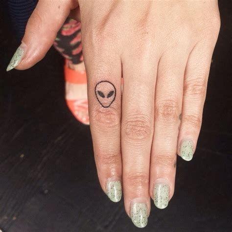 Animal Head Finger Tattoo #tattoideas #tatto, #Animal #