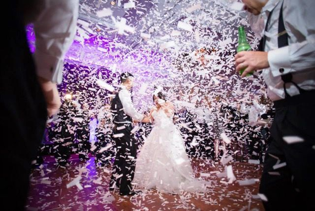 Confetti Shower Is A Way To Upgrade Your Chicago Wedding Photo