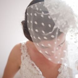 A polka dot shortie veil for today's bride all the way from Canada! We love this wedding full of peaches and mint...