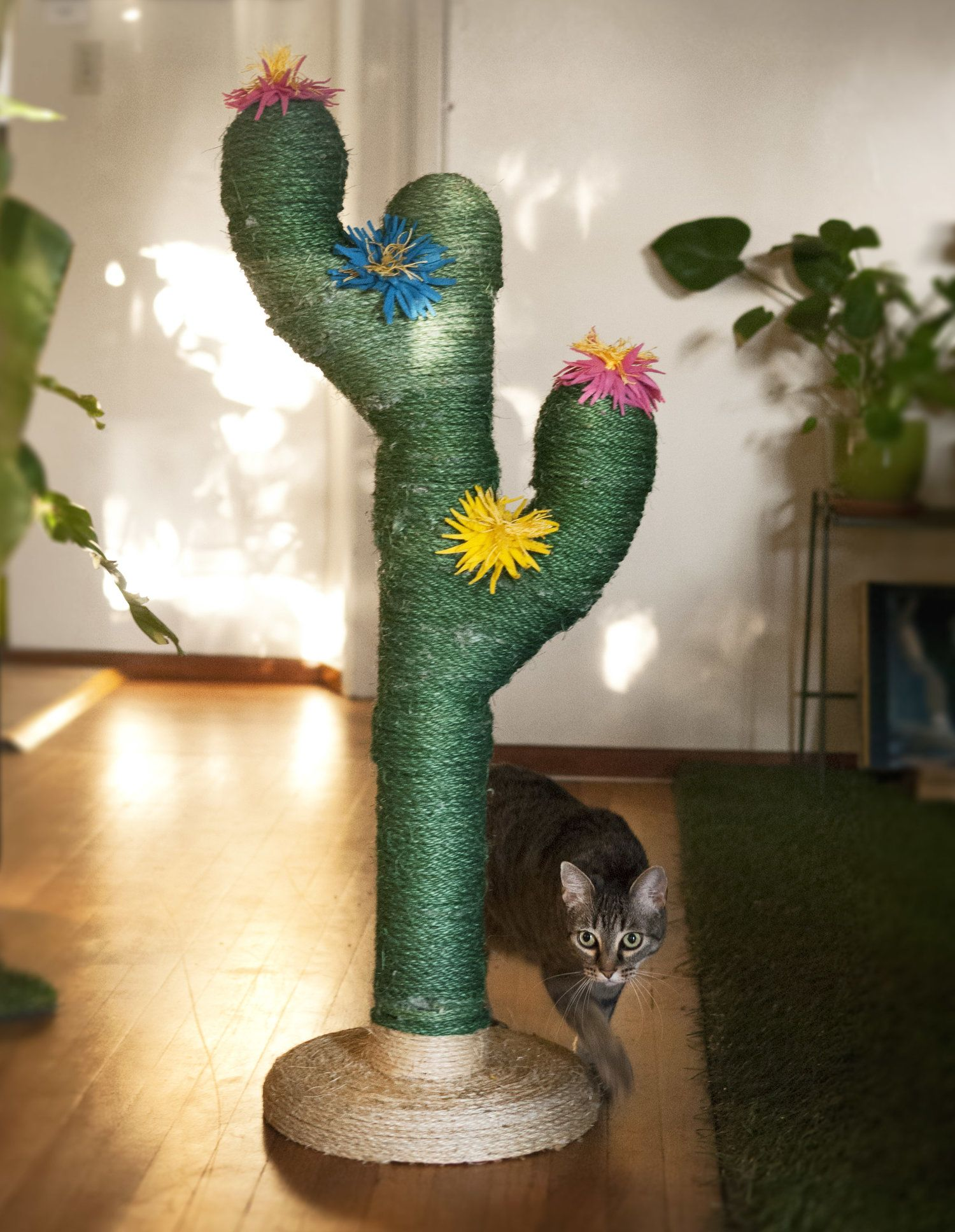 Saguaro Cactus Scratching Post for Cats Wooden cat tree