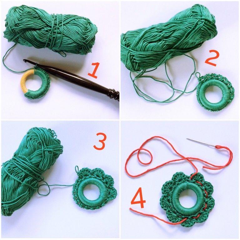 Photo of a christmas wreath – free crochet pattern