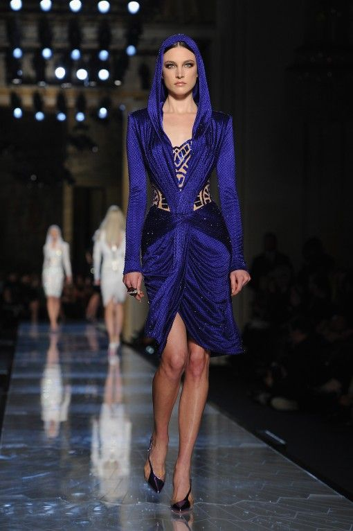 Atelier Versace : Runway - Paris Fashion Week - Haute Couture S/S