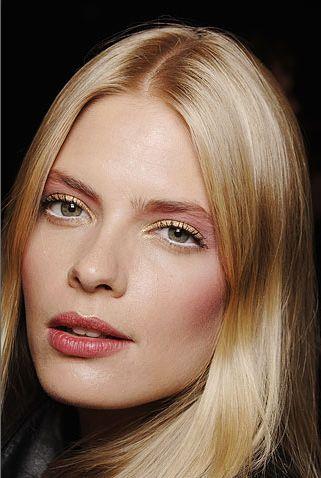 Znalezione Obrazy Dla Zapytania Jasny Makijaż Dla Blondynki Light