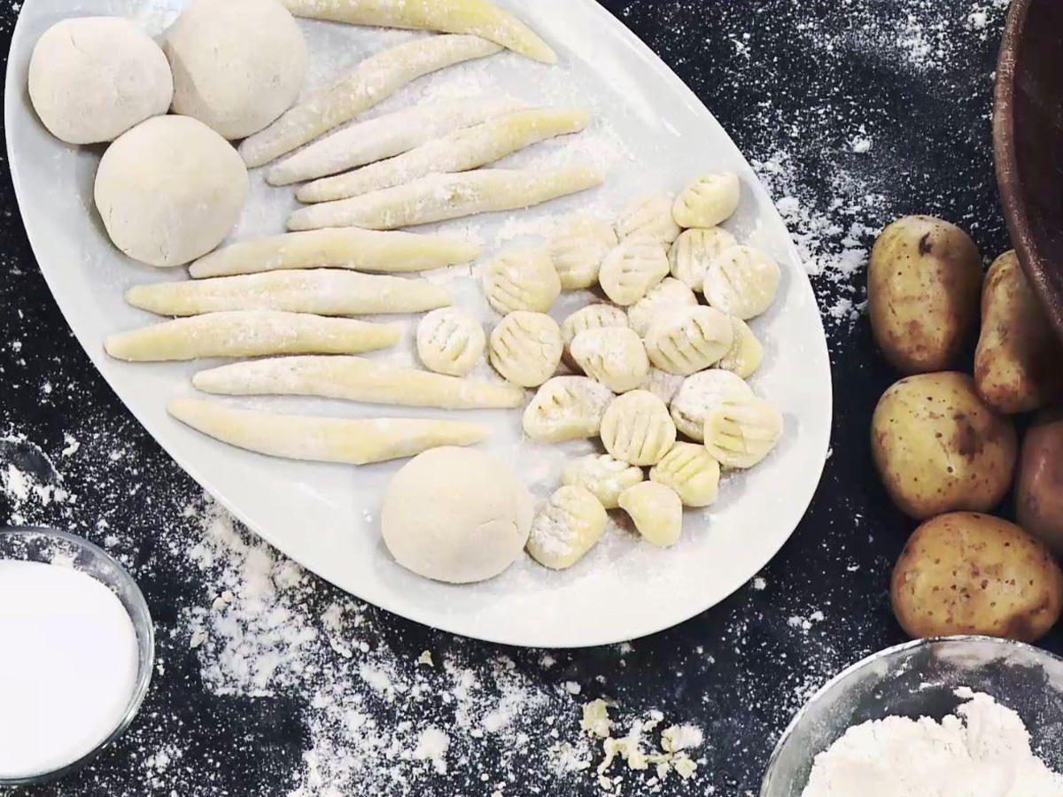 Das Rezept für Kartoffelklöße, Gnocchi und Schupfnudeln ist ganz einfach - mit den Tipps der Koch-Profis aus der BRIGITTE-Küche. Wir zeigen es Ihnen ...
