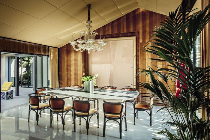 La villa des décorateurs Oitoemponto à Porto Dining - lustre pour salle a manger