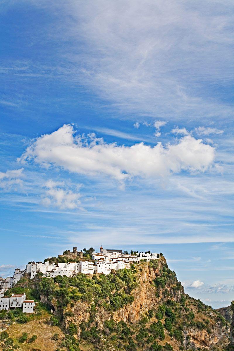 La orografía del terreno es uno de los valores más característicos del municipio de Casares, Costa del Sol.