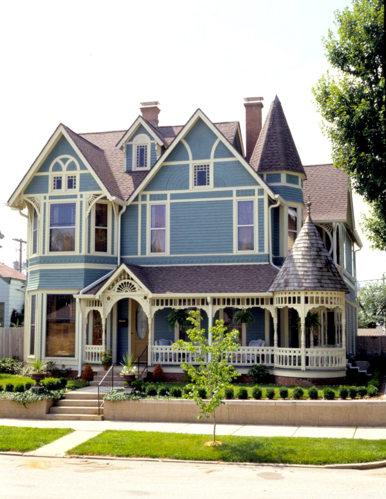 17 Victorian Style Houses With Stunning Decorative Details Victorian Homes Exterior Old Victorian Homes Victorian Homes