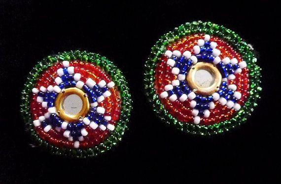 Kleine Perlenmedaillons 1 Paar von neemaheTribal auf Etsy