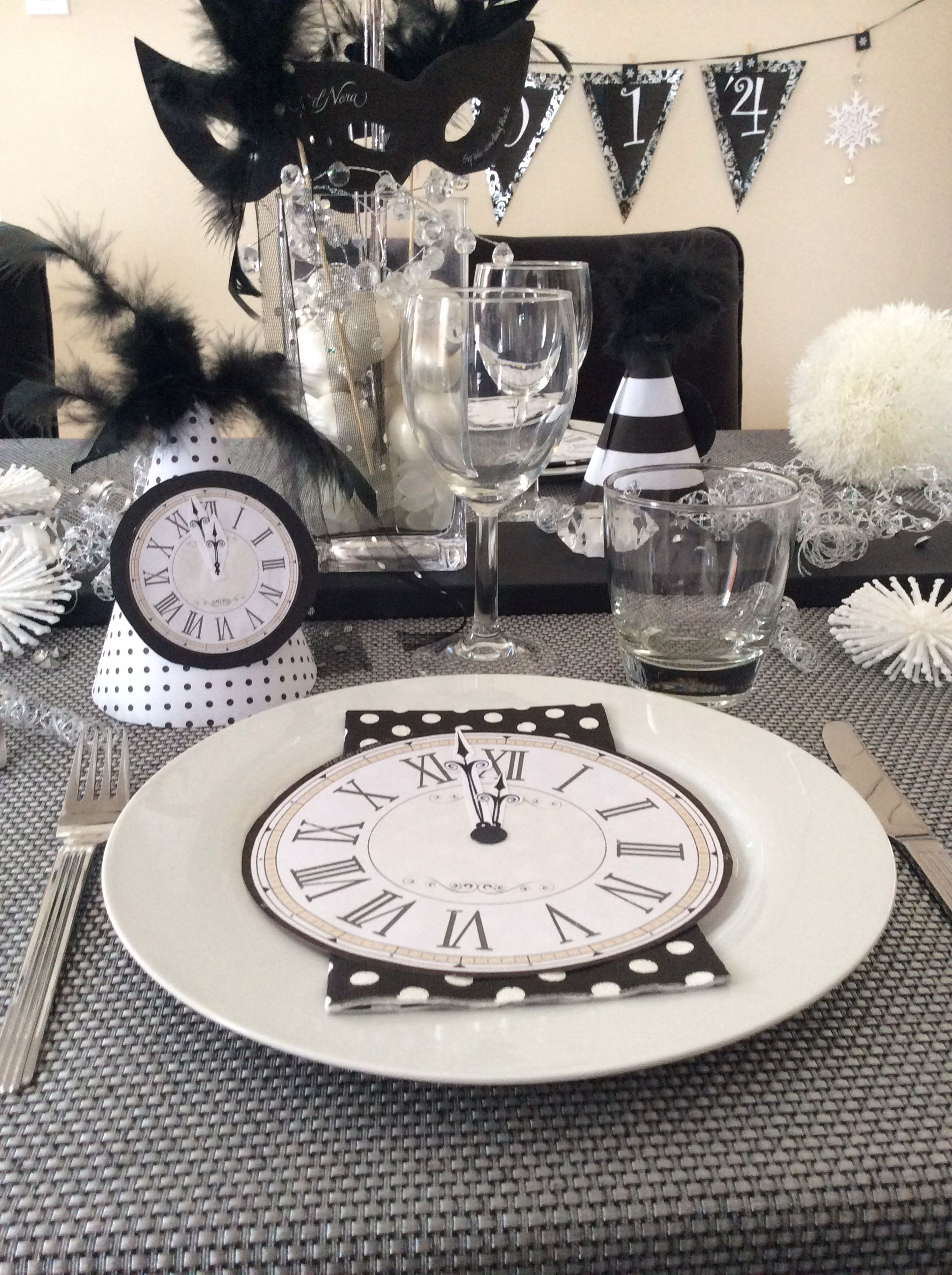 Happy New Year decor | Decor, Table decorations, Tablescapes