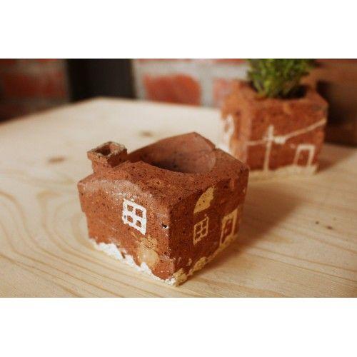 老磚盆器Flower Pot of Brick