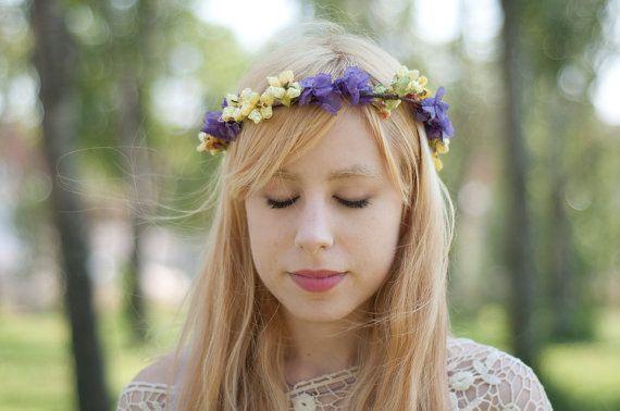 Corona de flores lilas y amarillas cerrada y con por Georgina41